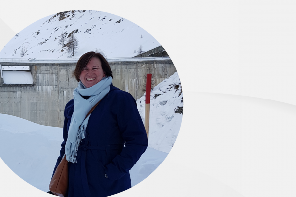 Lesa Delaere in front of a snowy dam